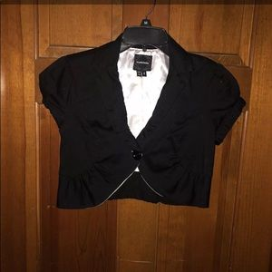 Jackets & Blazers - Black dressy cropped jacket size 5